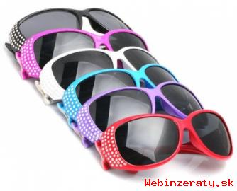 Slnečné okuliare model Wayfarer.