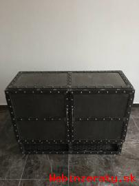 Kovová skříňka