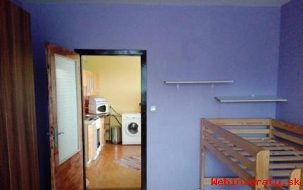 Priestranný 2-izbový byt pri lese,loggia