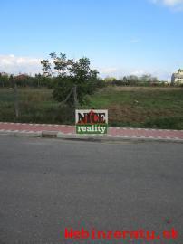 Rovinatý pozemok v tichej časti Boľkovie