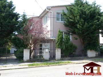 Predaj pekný priestranný rodinný dom Šah