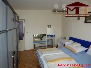 Predaj priestranný 4-izbový byt s balkón
