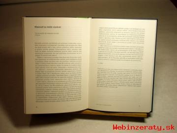 Drevený stojan na knihy