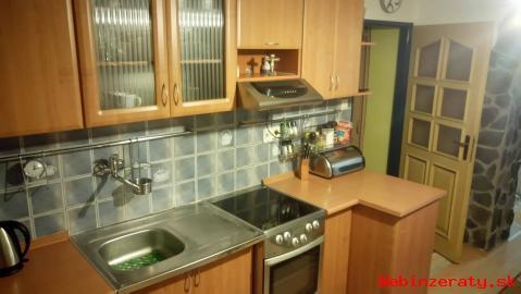 Zrekonštruovaný 2-izbový byt s garážou