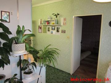 Priestranný svetlý 3 izbový byt v centre