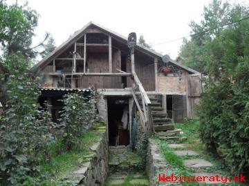 Chata celoročne obývaná.