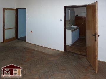 Väčší 1-izbový byt na dedine