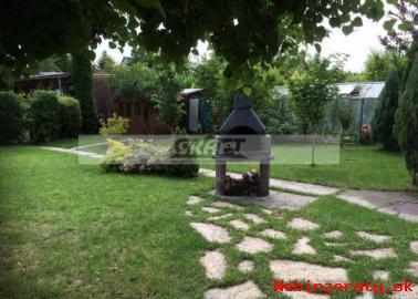 Záhradu s chatkou Bernol