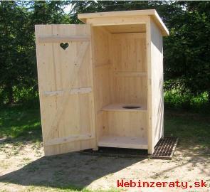 Drevene WC , latrina