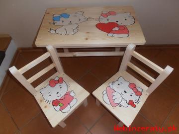 Detský stolík s dvoma stoličkami