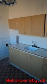 Pôvodný 3 izbový byt v centre Lučenca