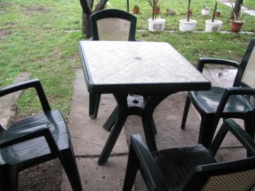 Plastové stoly a stoličky predám