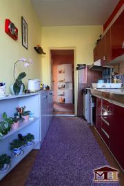 Predaj veľký 4-izbový byt s balkónom Kru