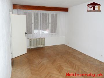 Predaj priestranný 2-izbový s lodžiou Kr