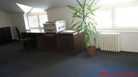 Kancelárie blízko centra s parkovaním