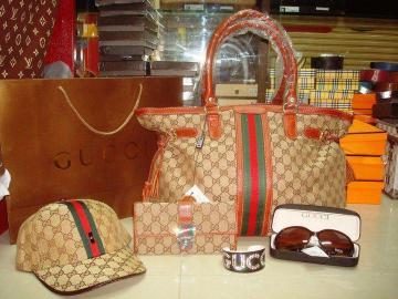 Inzercia oblečenie > Luxusní kabelky LV, Gucci, Chanel, Herme