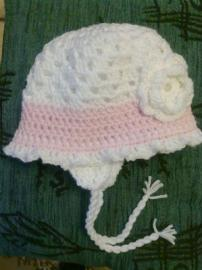 Zateplený háčkovaný klobúčik
