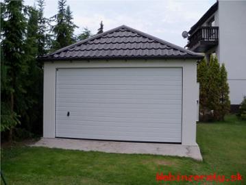 Omítnutá montovaná garáž