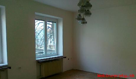 Prenajom - 4izbový byt v centre mesta PD