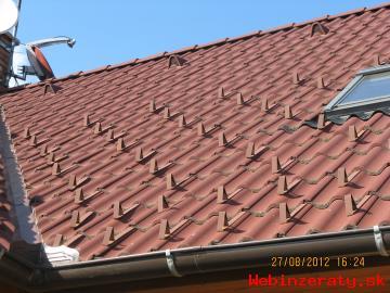 Tmel na plechovú strechu