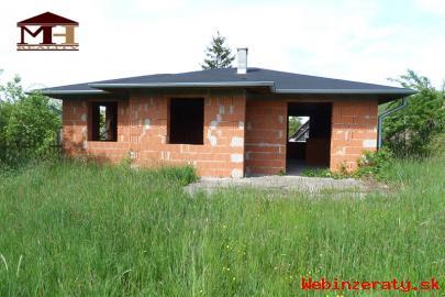 Predaj hrubá stavba bungalov - Dvorníky