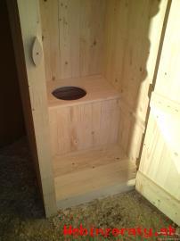 Nová drevená latrína Suché wc