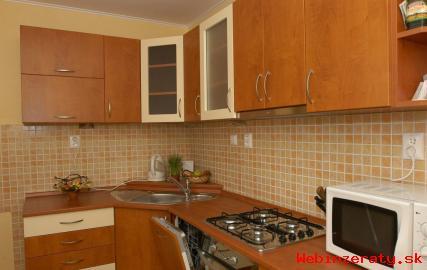 3-izbový byt, Hutnická ulica,70m2,loggia
